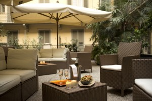 boutique hotel in turin - Townhouse 70 patio with lounge chairs