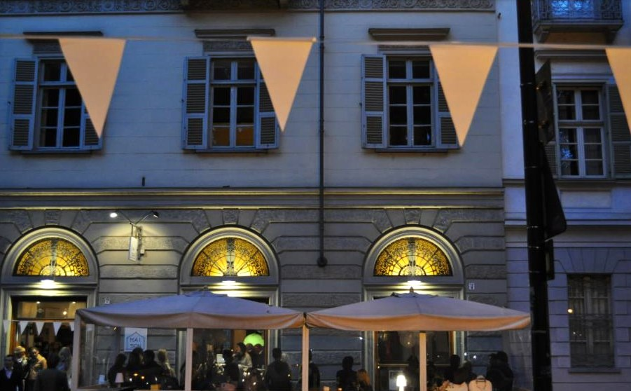 Top 10 Cafes & Bars in Turin - Pepe exterior