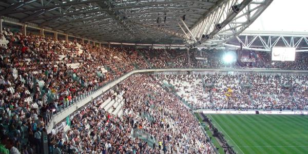 juventusstadium_front crowd shot