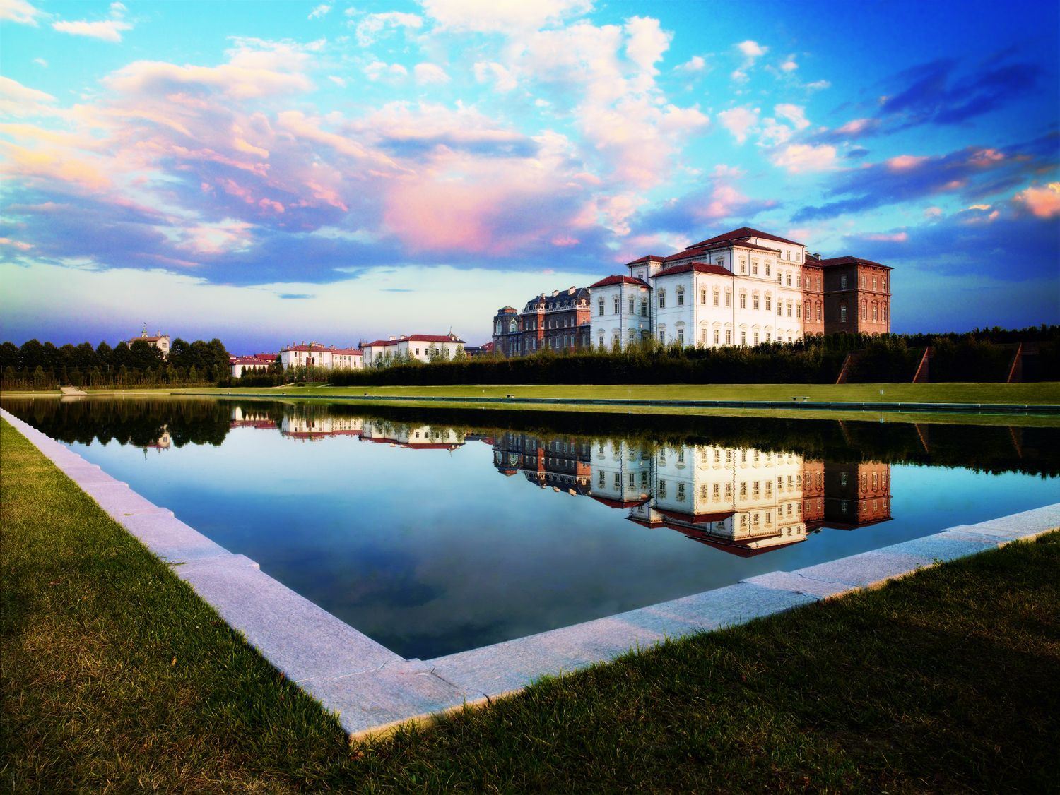 Reggia di Venaria - La Venaria Reale palace in Piedmont - palace with grounds and pond in front