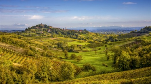 castles in Piedmont with an image of Piedmont's green valleys and rolling hills