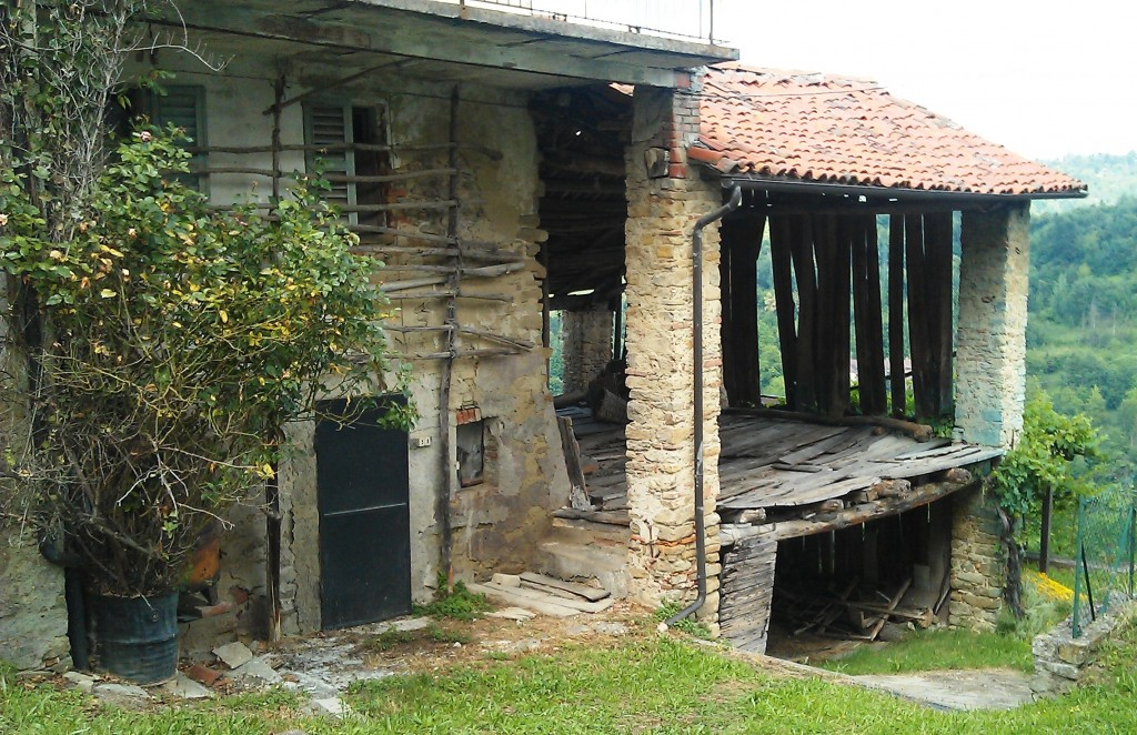 abandoned farmhouse in the Alta Langa, Piedmont