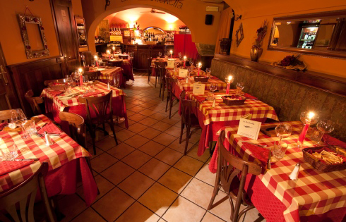 interior of La Cantinella Pizzeria and Restaurant in Turin