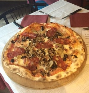 Il Rospetto in Turin - their thin crust pizza
