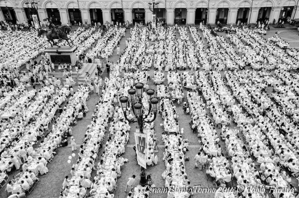 Cena in Bianco thousands eating together in Piazza San Carlo