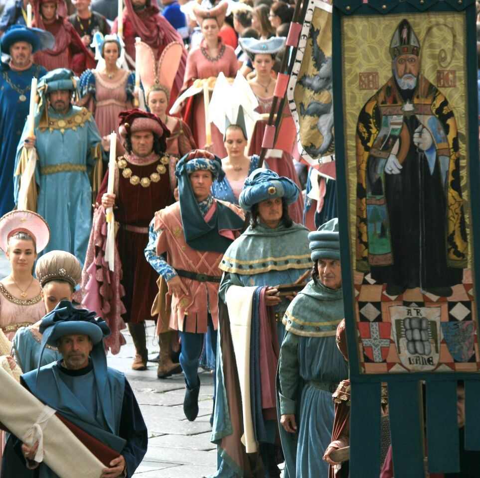 Asti Palio procession with people dressed in medieval costumes