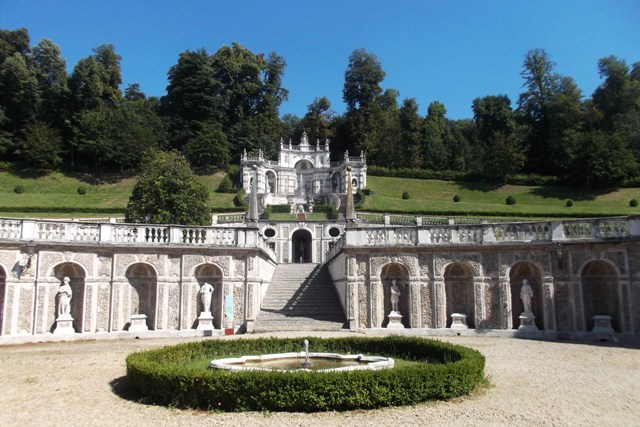 A place to visit in Turin is the Villa della Regina with gardens with statues