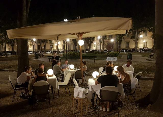cafes & bars in Turin - Pepe restaurants and bar with people enjoying dinner outside