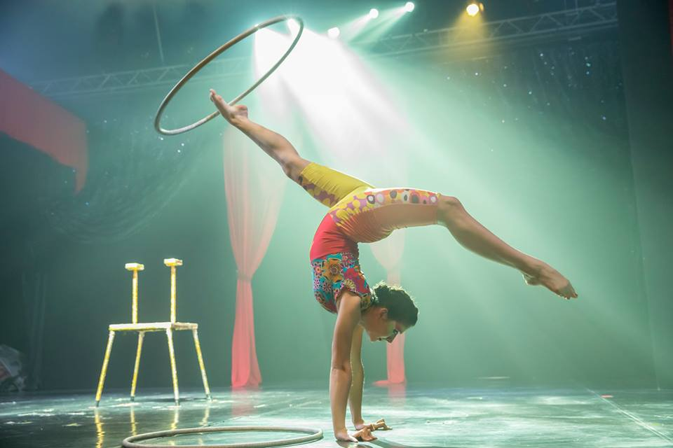 Cirko Vertigo performer doing back bend with hoop