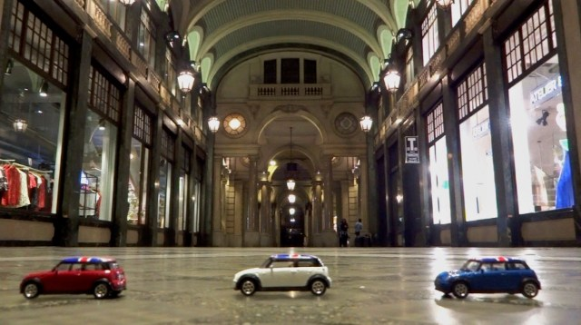 Passing through Turin's Galleria San Federico. It was here that the police motorcyclist pursuing the Mini Coopers in the movie, skidded across the freshly washed floor to the annoyance of the cleaner who had just finished washing it.